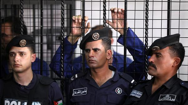 صورة لأحد المتهمين خلف القضبان