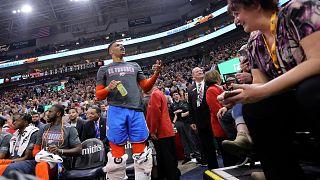 NBA: Tartıştığı taraftarın eşine küfreden Russell Westbrook'a 25 bin dolar para cezası