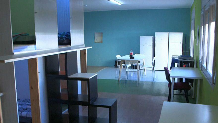 """""""Pisos colmena"""" o como vivir en habitaciones de 2,4 metros cuadrados en Barcelona"""