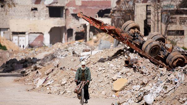 مبان مدمرة في بلدة عين ترما في الغوطة الشرقية