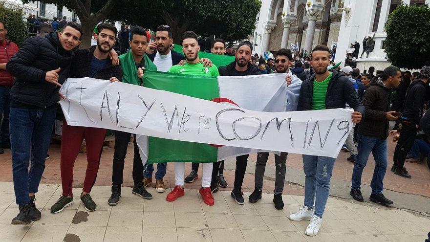 I manifestanti in Algeria e l'appello-minaccia all'Italia