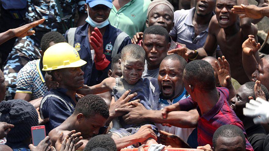 Schule eingestürzt: Mehr als 100 Kinder in Nigeria verschüttet