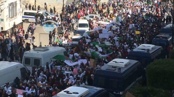 Algérie : un millier d'enseignants et élèves dans les rues