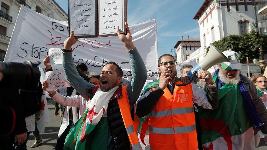 Алжирцы требуют немедленных перемен