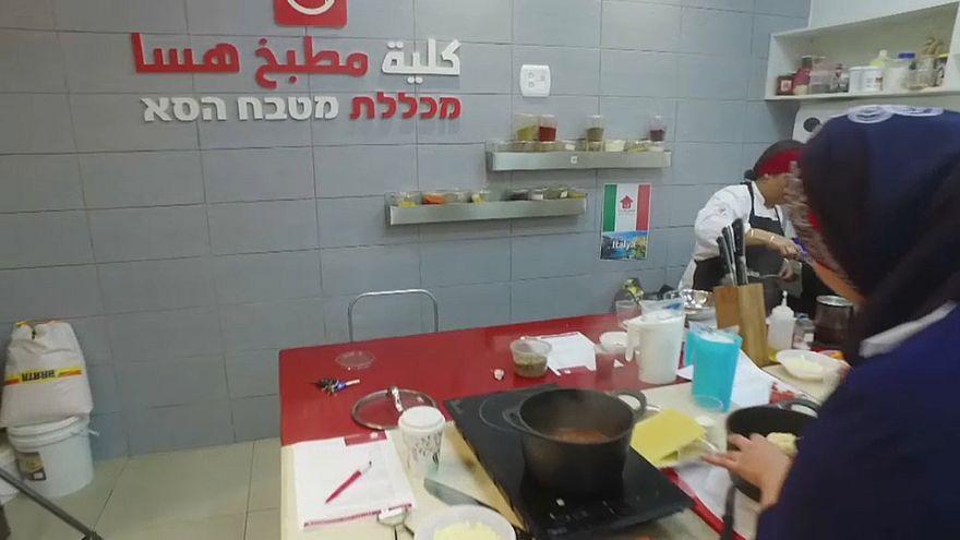 """كلية """"مطبخ هسا"""" على الإنترنت داخل إسرائيل تحقق نجاحا باهرا"""