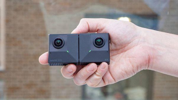 Aynı zamanda üç boyutlu görüntü çekebilen 360 derecelik katlanır kamera