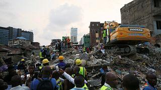 Des enfants parmi les victimes à Lagos, les recherches se poursuivent