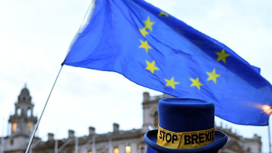 Brexit: Τέσσερα σενάρια και...15 μέρες!