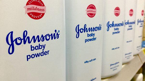 29 مليون دولار تعويضا لأمريكية أصيبت بالسرطان بسبب بودرة جونسون آند جونسون