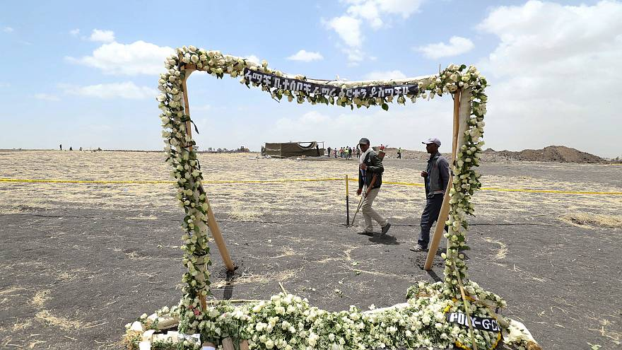 Relatives mourn their loved ones at Ethiopian Airlines crash site