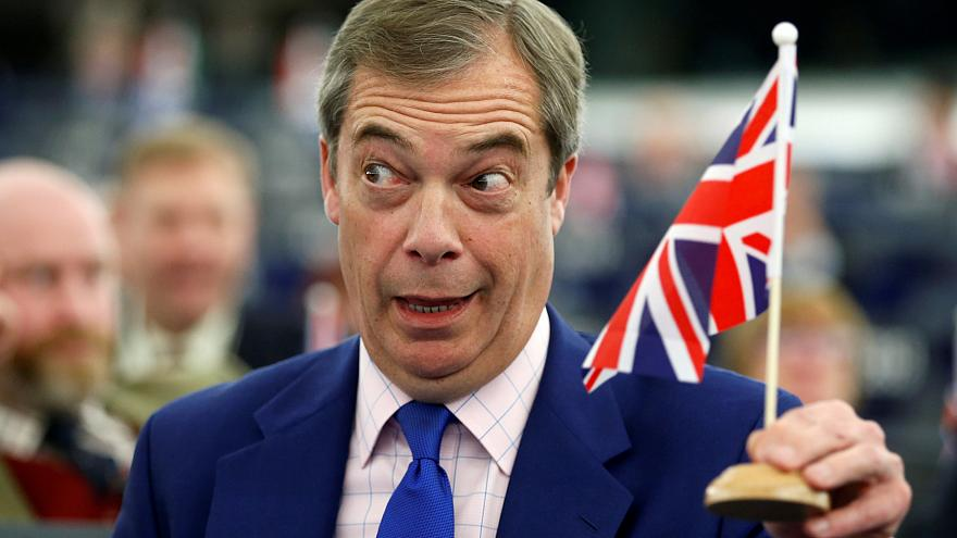 """برلماني أوروبي يتهم """"عراب بريسكت"""" بمحاولة تدمير الاتحاد الأوروبي"""