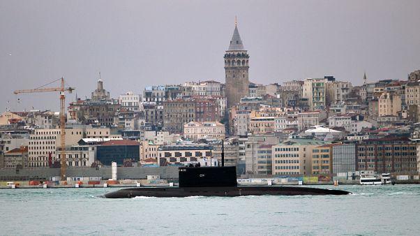 Orosz tengeralattjáró a Boszporuszban