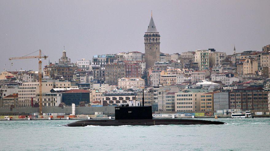 Russisches U-Boot vor Istanbul