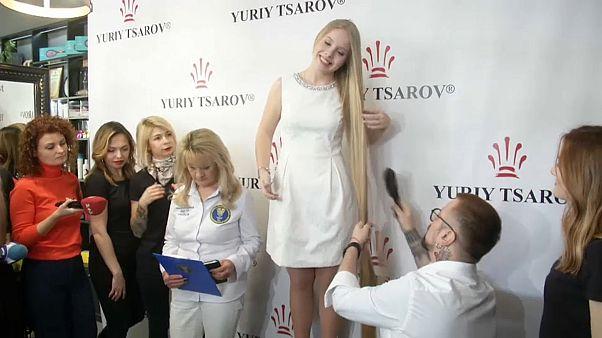 أولينا كورزنيوك مع مصفف شعرها