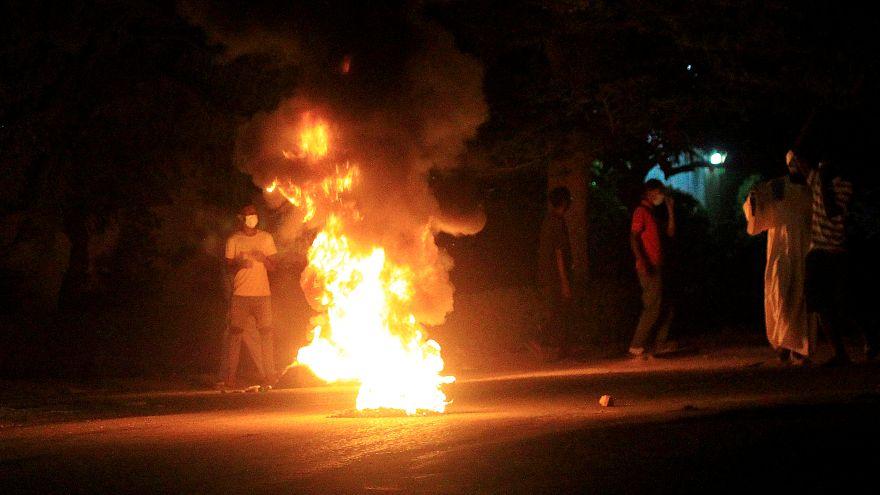 مئات المحتجين في شوارع الخرطوم والبشير يعد بالحوار مع المعارضة