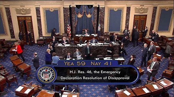 Senado rejeita emergência nacional para muro de Trump