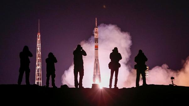 """لحظة انطلاق المركبة الفضائية الروسية """"سويوز"""""""