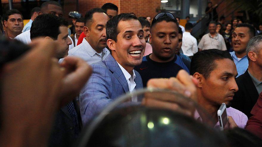 Guaidó llama a la unidad en una Venezuela que se recupera del apagón