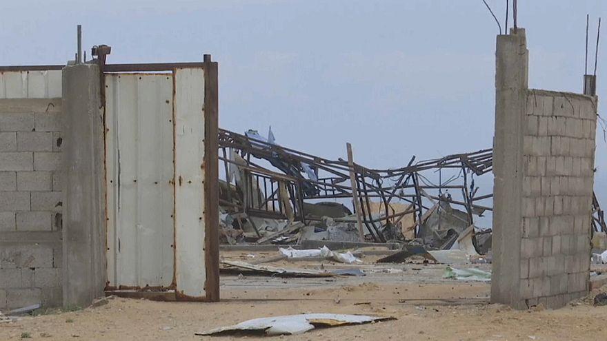 من آثار الضربة الجوية على غزة