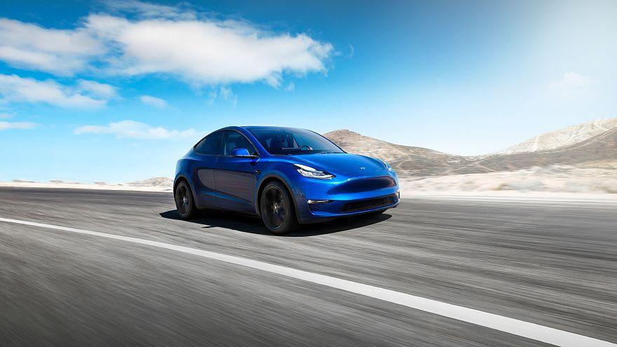 Tesla yeni spor arazi aracı Model Y'yi tanıttı