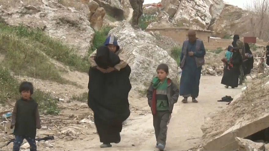 حالات خروج جماعية من الباغوز التي تحاصرها قسد