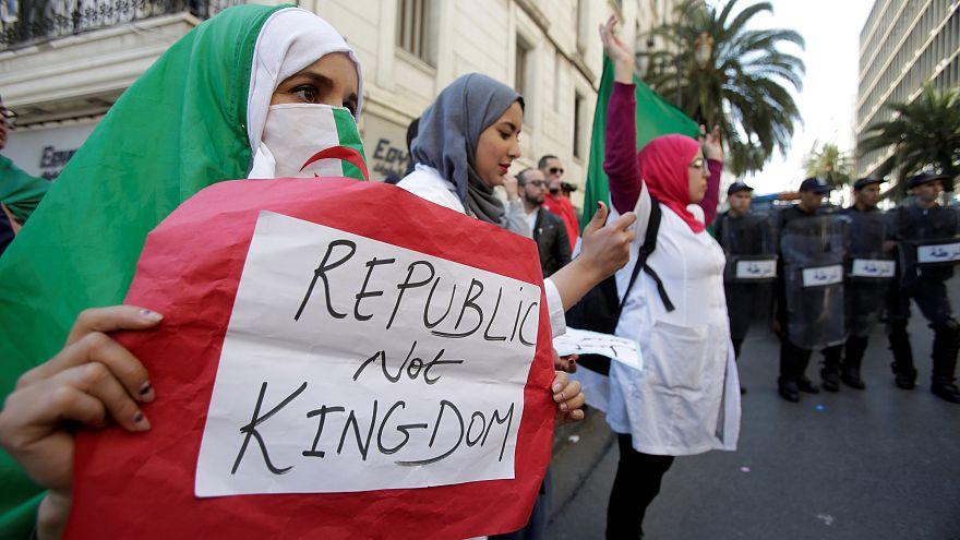 Cezayirli El Watan gazetesi yayın direktörü: Bouteflika ilk aşama, halk sistem değişsin istiyor