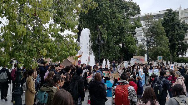 Μαθητές σε πόλεις της Ελλάδας διαδήλωσαν κατά της κλιματικής αλλαγής