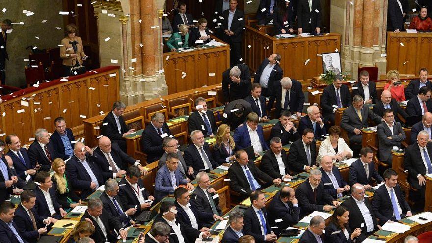 Komoly kritika a közigazgatási bíróságokról szóló törvényekről