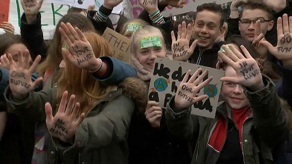 مجموعة من التلاميذ المشاركين في الاحتجاجات