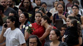 Le Brésil enterre ses collégiens massacrés