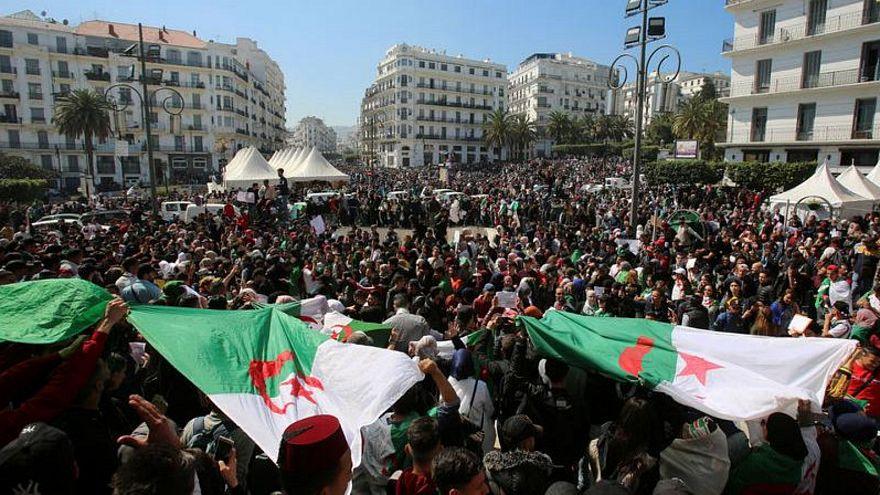 مئات الآلاف يتظاهرون ضد بوتفليقة في الجزائر