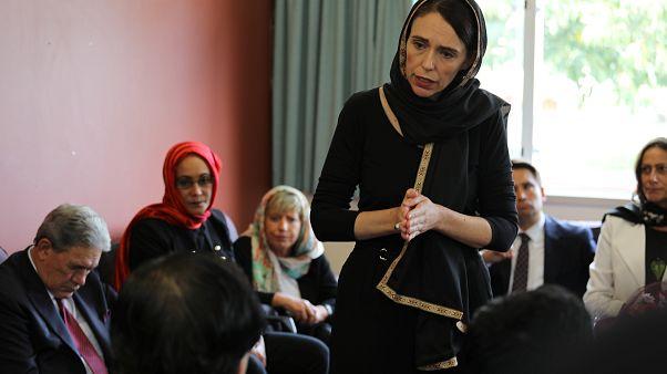 La primera ministra de Nueva Zelanda se reúne con líderes musulmanes