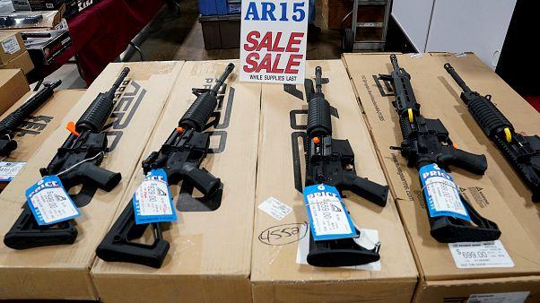 من معرض للأسلحة في الولايات المتحدة