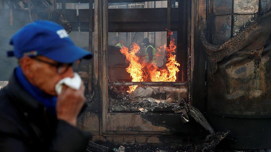 باريس: مواجهات عنيفة بين الشرطة والسترات الصفراء حرق ونهب واعتقال 200 متظاهر والداخلية تتوعد