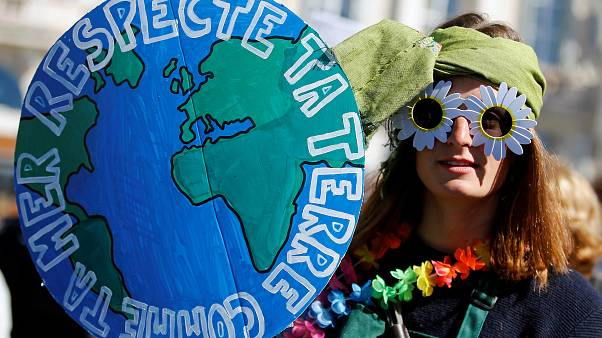 پنجاه هزار طرفدار محیط زیست در «راهپیمایی قرن» پاریس شرکت کردند