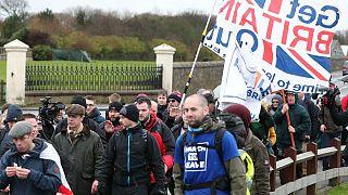 آغاز راهپیمایی حامیان برکسیت؛ نایجل فاراژ: پارلمان بریتانیا خائن شده است