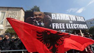 Albanien: Ausschreitungen bei erneuten Protesten gegen Regierung
