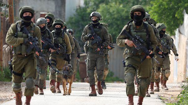 وحدة خاصة إسرائيلية في عملية بحث عن فلسطيني قتل جنديا وأصاب اثنين قرب نابلس