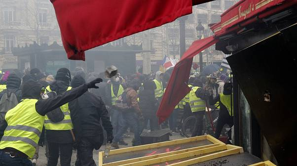 Macron faces renewed pressure as Paris cleans up Yellow Vest riots