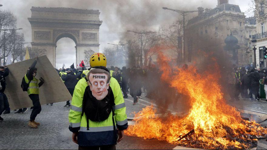 بازگشت ماکرون از تعطیلات برفی در پی بالا گرفتن شعله خشم جلیقهزردها