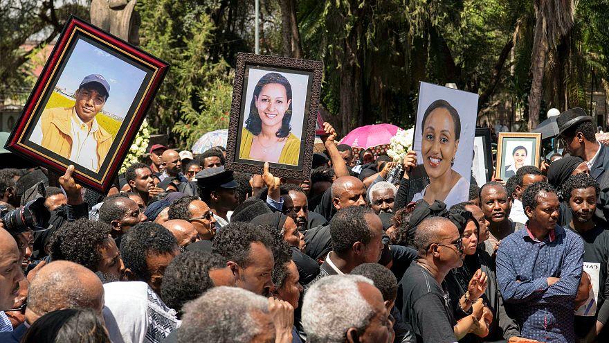 إثيوبيا تودع ضحايا الطائرة المنكوبة بأكفان فارغة إلا من التراب