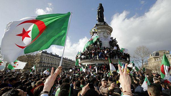 راهپیمایی الجزایریهای مقیم فرانسه علیه بوتفلیقه، حاضر همیشه غایب