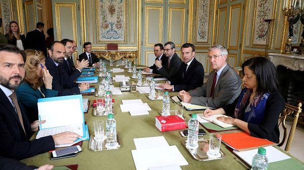 """Macron responde à violência dos """"coletes amarelos"""""""