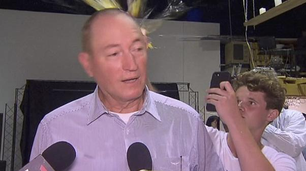 Yeni Zelanda: Senatörün kafasında yumurta kıran genç için yardım kampanyası