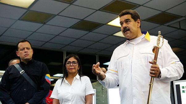 Maduro pide a sus ministros que renuncien para reestructurar su Gobierno