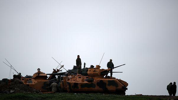 قوات تركية قرب الحدود مع سوريا