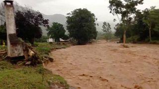 طوفان و رانش زمین در زیمباوه و موزامبیک دستکم ۱۵۷ قربانی گرفت