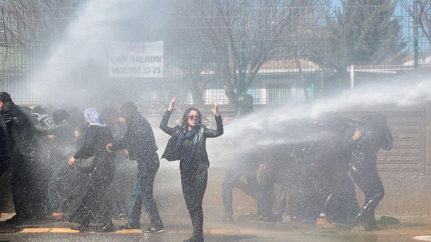 مرگ زولکوف گزن و درگیری نیروهای امنیتی ترکیه با معترضان در شهر دیاربکر