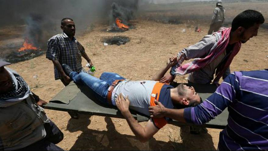 فلسطینی معترضی که در تظاهرات سال گذشته در مرز غزه مجروح شد