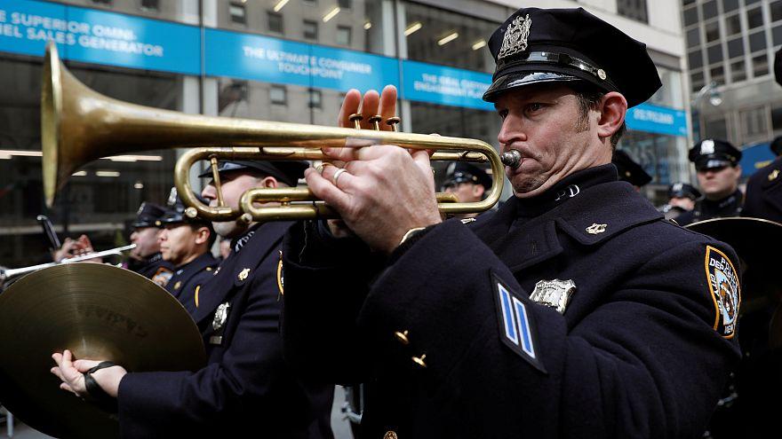 عنصر من شرطة نيويورك سيتي في احتفال في عيد القديس باتريك (أرشيف)